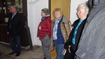Bürgermeister Ernstberger gab weitere Informationen über die Unterstützung durch Gemeinde und Helferkreis