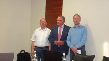 Bernd Haslinger, Bürgermeister Bernd Ernstberger und Gemeinderat Martin Glienke