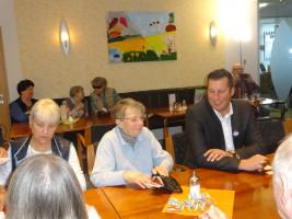 Die Cafeteria erlaubte einen regen Gedankenaustausch mit den Bewohnern