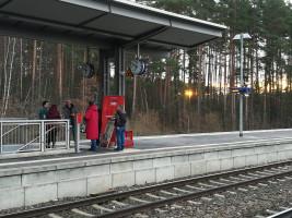 Die ersten Zugfahrer werden begrüßt